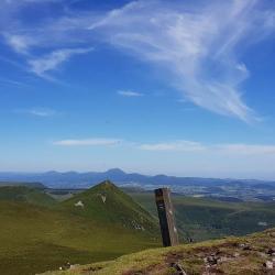 Le sommet et la ligne de crête vers le nord.