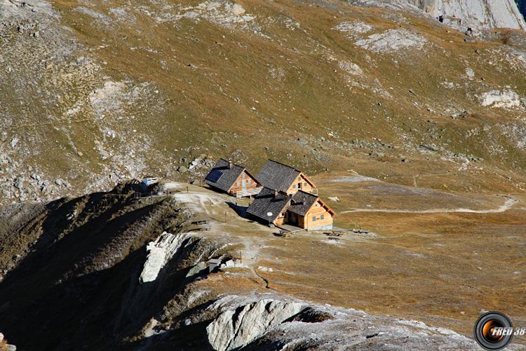 Le refuge vu du sommet.