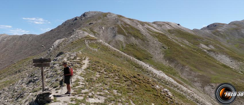 Le sommet vu du col éponyme.