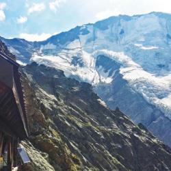 L'impressionnant glacier suspendu de Miage