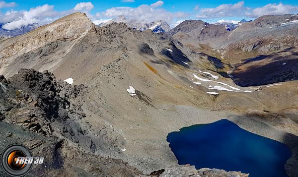 Le lac vu du sommet.
