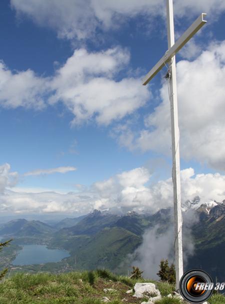 En fond le lac d'Annecy.