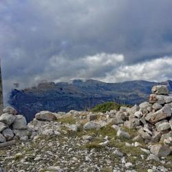 Le sommet avec en fond le Mont Chiran.