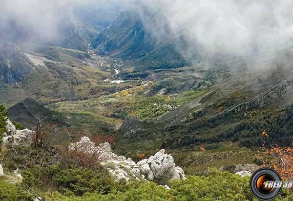 Le hameau de chasteuil et les gorges du Verdon, vus du sommet.