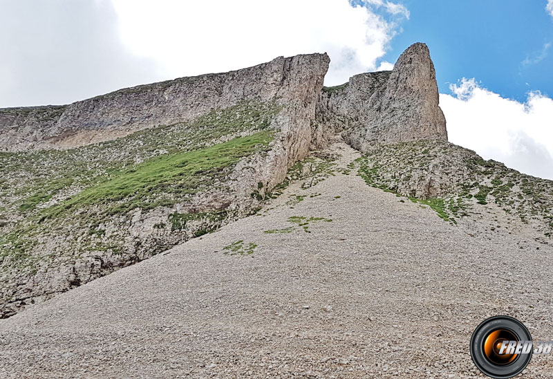 Le couloir donnant accès au sommet.