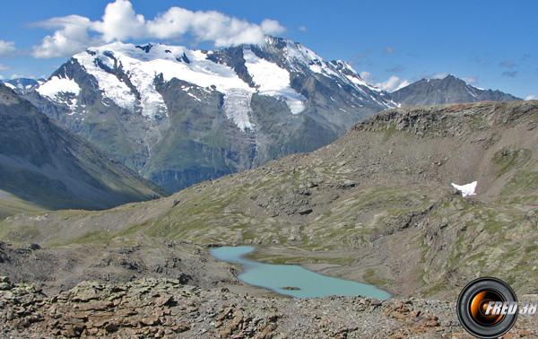 Le lac Brulet et en fond le Mont Pourri.