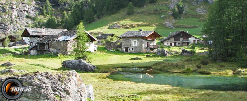 Le hameau du Monal.