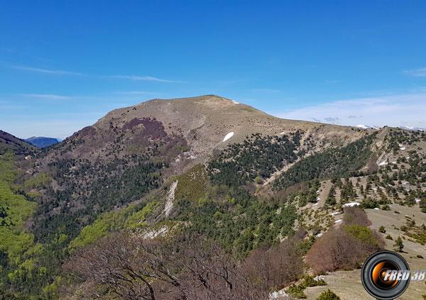 Le col du Tat à gauche, le sommet et les crêtes du retour.