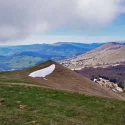 Le Luzet à droite vu du sommet.