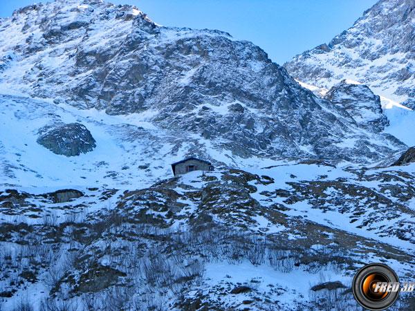 La vallée devant le refuge.