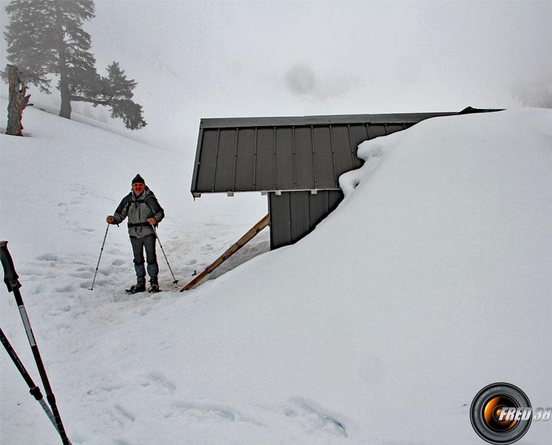 L'arrière du refuge d'hiver.
