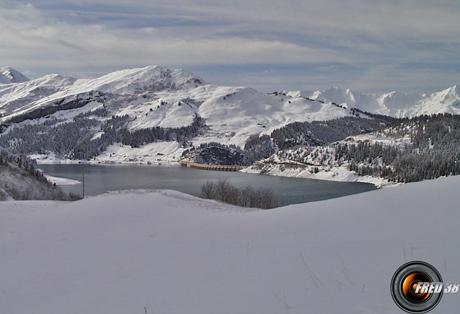 Lac de Roselend, en fond Roche Pastire.