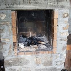 La cheminée.