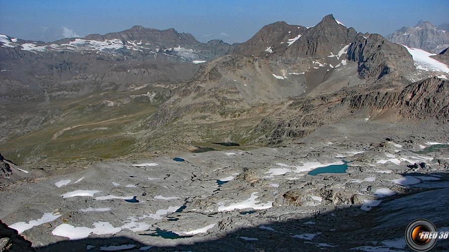 Le plateau ou se trouvent les lacs.