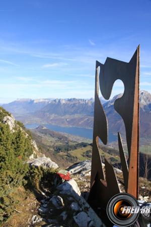 La plaque métallique du sommet.