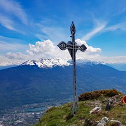 Le sommet et en fond