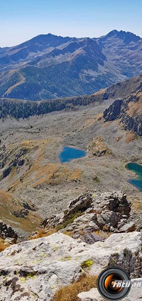 Lacs de Peyrefique vus du sommet.