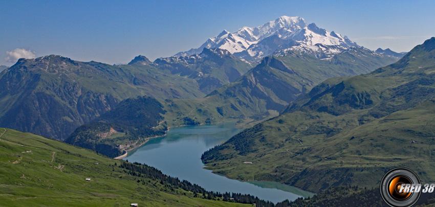 Mont-Blanc et lac de Roselend.