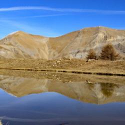 Le petit lac avec en fond le Petit et le Grand Cheval de Bois.