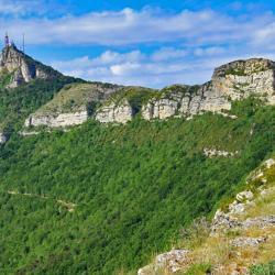 Le sommet vu de la crête et en premier plan, le Rochasson.