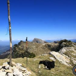 Le sommet et en fond la Grande Sure.