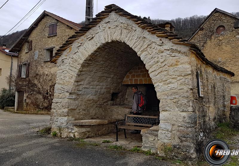 Dans le hameau de Mont de Lans.