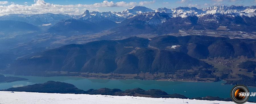 Vue sur le lac de Monteynard.