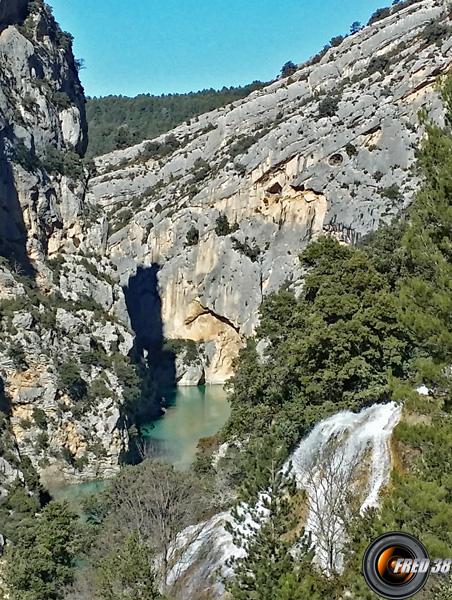 Au dessus de la cascade.