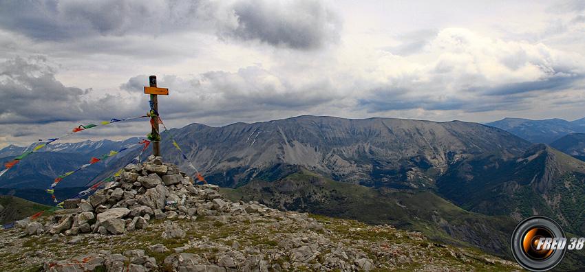 Le sommet et en fond le sommet Cheval Blanc.
