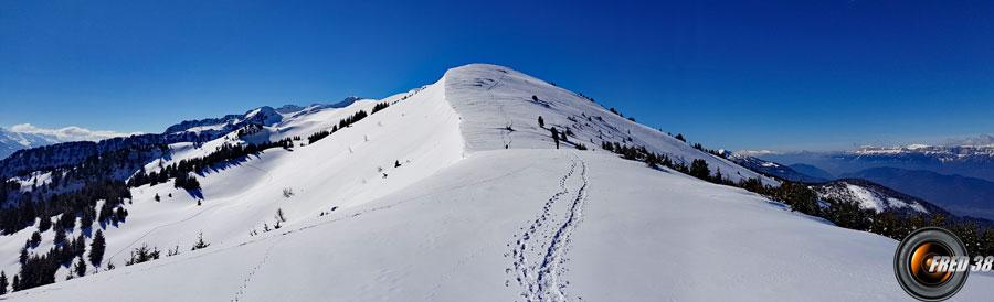 Le sommet et les crêtes y conduisant au dessus du col de Champet.
