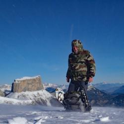 Au sommet avec en fond le Mont Aiguille.