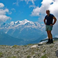 Le sommet et en fond le mont-Blanc
