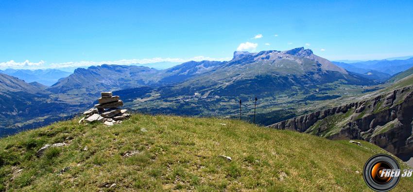La montagne d'Aurouze et le Pic de Bure à l'est.