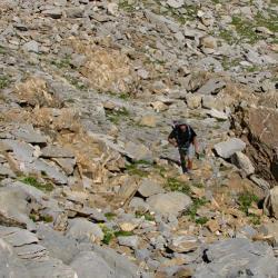 Zone rocheuse avant le sommet.