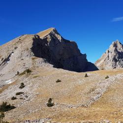 Le sommet et la crête y conduisant