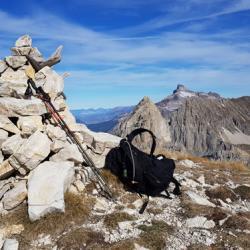 Le sommet et en fond le Grand-Ferrand.