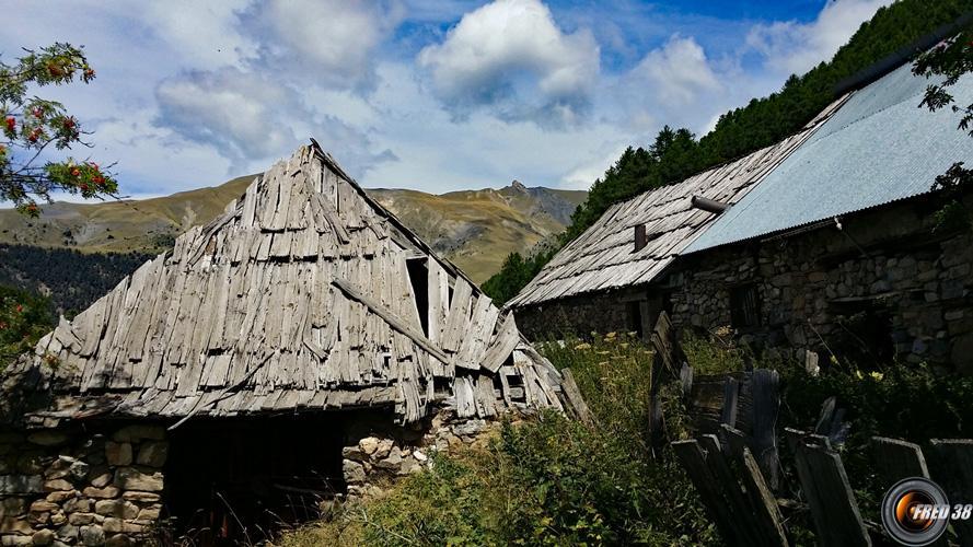 Les granges de Roche Juan.