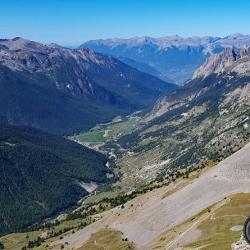 La montée du côté de Ceillac vue du col des Estronques.