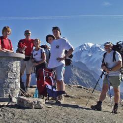 Le sommet avec en fond l'aiguille des Glaciers.