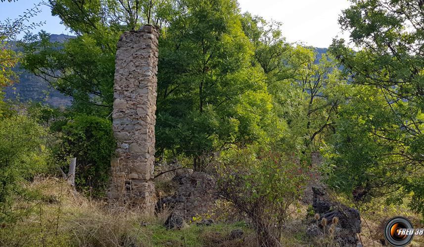 Quelques ruines.