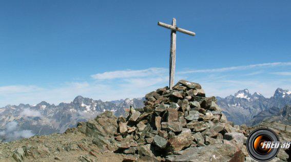 La vague croix du sommet.